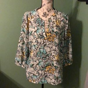 Great blouse for work or dressing up!